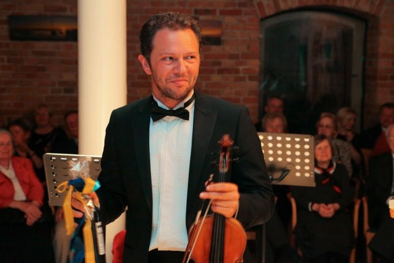 Мартин Пантелеев - диригент и цигулар