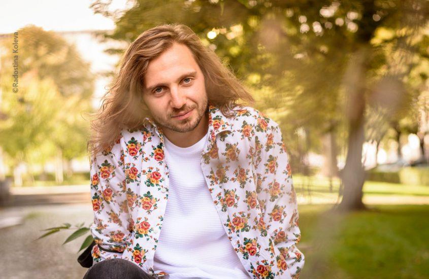 Ненчо Костов – цветен и самодостатъчен