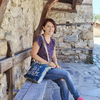 Копривщица - възрожденският град със старинна красота. 🇧🇬 Имах нужда от разходката до там. Тъкмо си наснимах референции за акварелните рисунки, които предстоят... 😉😉 . . . . . #travellers #traveleurope #пътуване #travellerlife #travelbulgaria #bulgaria #koprivshtitsa #копривщица #travelportrait #travelphotography #българскаприрода